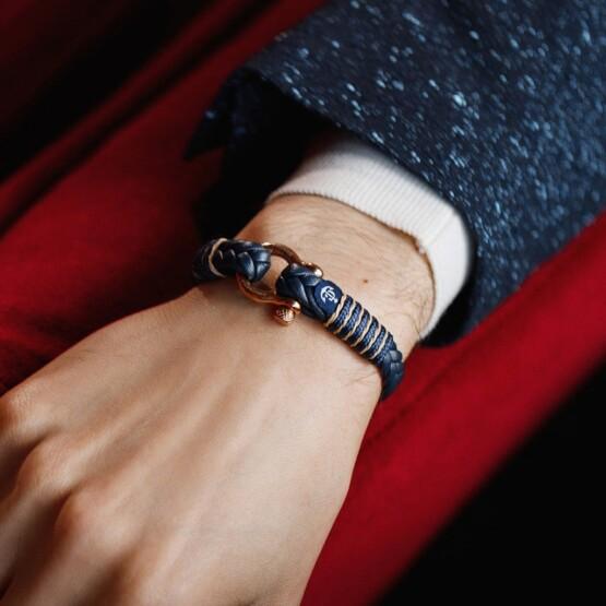 Мужской синий кожаный браслет с золотистым замком — № 10085